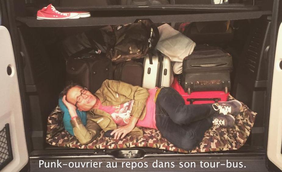 Punk-ouvrier tour-bus
