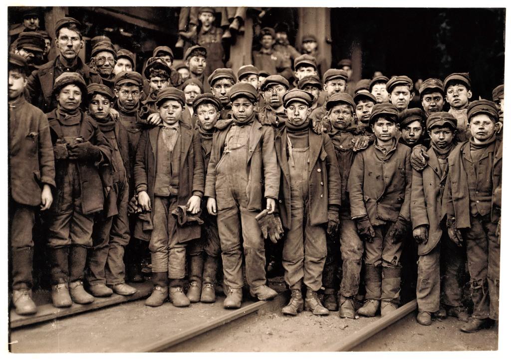 Enfants mineurs américains-Breaker Boys by Lewis Hine (1910)